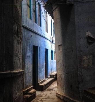 खाक भी जिस ज़मीं का पारस है,  शहर मशहूर यही बनारस है  